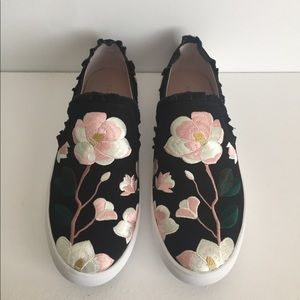 Embroidered gorgeous keds